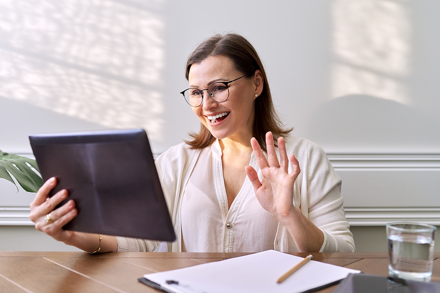 Online mindfulness coach talking to a client in her tablet